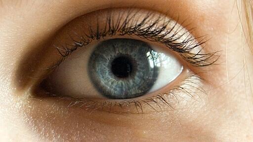karikák a szem alatt magas vérnyomásban)